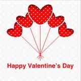 O cartão feliz do dia do ` s do Valentim com forma vermelha do coração balloons em um fundo textured branco Fotografia de Stock