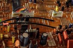 O cartão-matriz é quebrado com fios de projeção Imagem de Stock