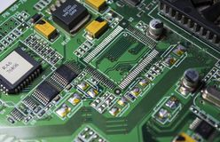 O cartão-matriz verde do computador pessoal Eletrônica e detalhes modernos Correção dos maus funcionamentos Textura, fundo imagem de stock royalty free