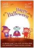 O cartaz de Dia das Bruxas com as crianças nos trajes da bruxa, o vampiro e o diabo para Dia das Bruxas feliz party No fundo do j ilustração do vetor