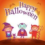 O cartaz de Dia das Bruxas com as crianças nos trajes da bruxa, o vampiro e o diabo para Dia das Bruxas feliz party No fundo do j Ilustração Stock