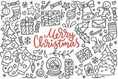 O cartaz do Feliz Natal com os cumprimentos que rotulam e a ilustração da garatuja da árvore do ano novo, flocos de neve, apresen Imagens de Stock Royalty Free