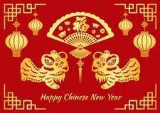 O cartão chinês feliz do ano novo é felicidade chinesa do meio da palavra na dança de leão de dobramento do fã e do ouro Imagens de Stock