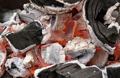 O carvão vegetal deteriora. Calor. Fim acima. Imagem de Stock