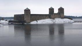 O castelo antigo de Olavinlinna, tarde de março Savonlinna, Finlandia video estoque