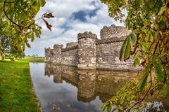 O castelo de Beaumaris em Anglesey, Gales norte, Reino Unido, série de Walesh fortifica imagem de stock