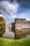 O castelo de Beaumaris em Anglesey, Gales norte, Reino Unido, série de Walesh fortifica imagem de stock royalty free
