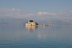 O castelo de Bourtzi, Nafplio - Grécia Imagens de Stock
