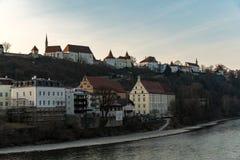 O castelo de Burghausen no por do sol na mola Imagens de Stock Royalty Free