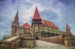 O castelo de Corvins, Romênia fotos de stock
