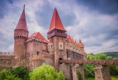 O castelo de Corvins, Romênia imagens de stock