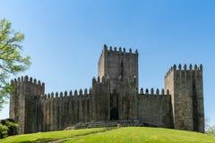 O castelo de Guimaraes Fotografia de Stock Royalty Free