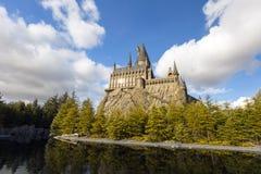 O castelo de Hogwarts no parque temático de Japão dos parques universais & dos estúdios universais dos recursos em Osaka foto de stock royalty free