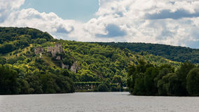O castelo de Richard Coeur de Lion que negligencia auxiliar de Seine Imagens de Stock