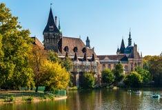O castelo de Vajdahunyad em Budapest fotos de stock