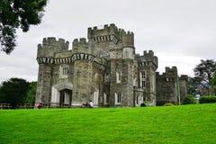 O castelo de Wray perto do lago Windermere em Cumbria, Inglaterra imagens de stock