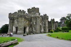 O castelo de Wray perto do lago Windermere em Cumbria, Inglaterra imagem de stock