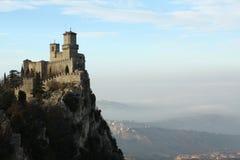 O castelo em uma montanha Foto de Stock Royalty Free