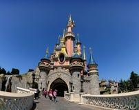 O castelo feericamente - Disneylâandia Paris Fotos de Stock