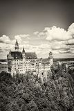 O castelo idílico de Neuschwanstein imagem de stock