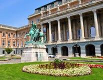 O castelo, o jardim e a estátua do horseherd - Buda Castle - Budapest fotos de stock