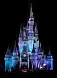 O castelo mágico do reino de Disneyworld ilumina 2 Imagem de Stock