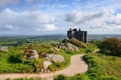 O castelo na parte superior do Carn Brea Imagem de Stock Royalty Free