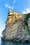 O castelo na rocha Fotos de Stock