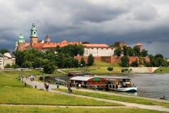 O castelo real de Wawel em Cracow imagens de stock royalty free