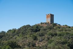 O Castro wierza, Sandià ¡ s Resztki średniowieczny kasztel w regionie Limia, prowincja Ourense Galicia, Spai zdjęcie royalty free