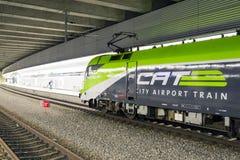 O CAT do trem do aeroporto da cidade em Viena, Áustria foto de stock