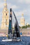 O catamarã de Portugal da vela em catamarãs de navigação extremos do ato 5 da série compete em St Petersburg, Rússia Imagens de Stock Royalty Free