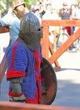 O cavaleiro medieval antes de uma batalha Fotos de Stock Royalty Free