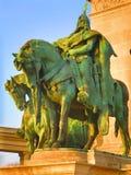 O cavaleiro nos heróis esquadra, Budapest, Hungria Fotografia de Stock Royalty Free