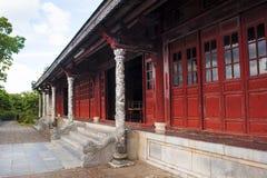 O cavamento dos dylons do dragão e da porta vermelha no palácio de Suprem Fotos de Stock