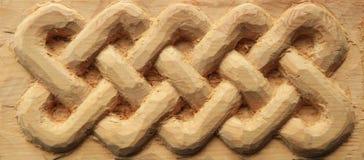 O celtic de madeira cinzelado entrelaça-se foto de stock royalty free