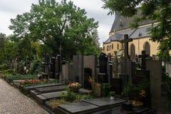 O cemitério de Vysehrad é local de enterro importante Imagens de Stock Royalty Free