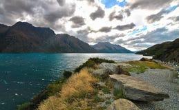 O cenário épico de Wakatipu do lago fotografia de stock