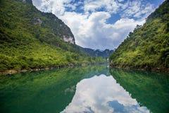 O cenário de Dragon River, Hechi, China fotografia de stock