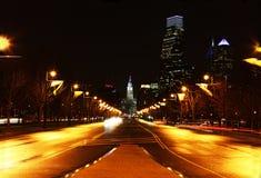 O centro da cidade de Philadelphfia na noite Imagens de Stock Royalty Free