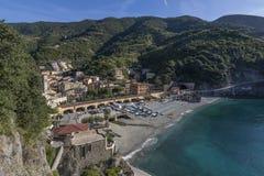 O centro histórico da égua do al de Monterosso, iluminado pela luz da manhã, Cinque Terre, Liguria, Itália fotos de stock royalty free