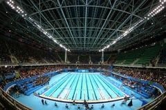 O centro olímpico dos Aquatics em Rio Olympic Park durante o Rio 2016 Jogos Olímpicos imagens de stock
