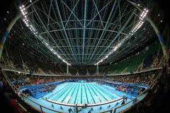 O centro olímpico dos Aquatics em Rio Olympic Park durante o Rio 2016 Jogos Olímpicos foto de stock