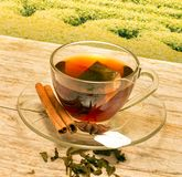O chá com canela representa o tempo e o café da ruptura foto de stock royalty free