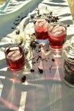 O chá de gelo vermelho natural feito do hibiscus floresce as pétalas chamadas Fleur de Jamaica em México imagem de stock royalty free