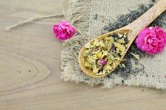 O chá seco da flor é bom para a saúde imagens de stock royalty free