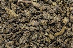 O chá verde orgânico (sinensis da camélia) secou as folhas inteiras Fotografia de Stock