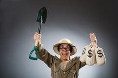 O chapéu vestindo do safari do homem no conceito engraçado Fotos de Stock Royalty Free