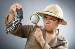 O chapéu vestindo do safari do homem no conceito engraçado Imagens de Stock