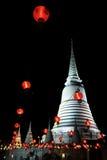 O Chedi principal com lâmpada vermelha Imagem de Stock Royalty Free